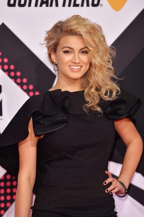 Tori Kelly con la melena midi ladeada en los MTV EMA 2015