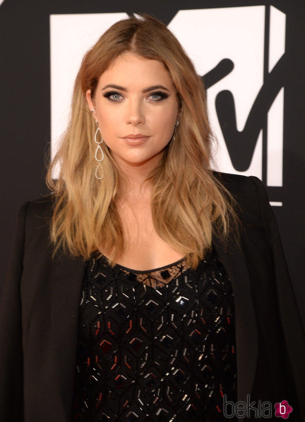 Ashley Benson con la melena midi en los MTV EMA 2015