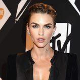 Ruby Rose con trenza en su pixie en los MTV EMA 2015