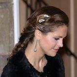 La princesa Magdalena de Suecia opta por llevar el pelo recogido con un broche