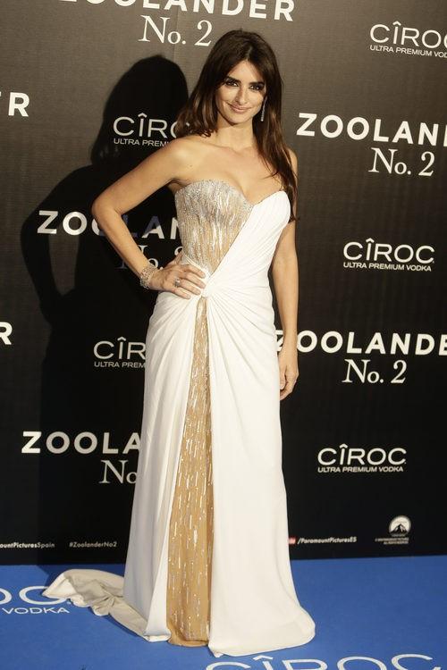 Penélope Cruz opta por una maquillaje sencillo a base de tonalidad nude