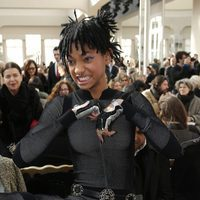 Willow Smith se equivoca de sombras para el desfile de Chanel en la París Fashion Week
