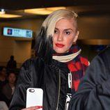 Gwen Stefani con un cabello de escoba