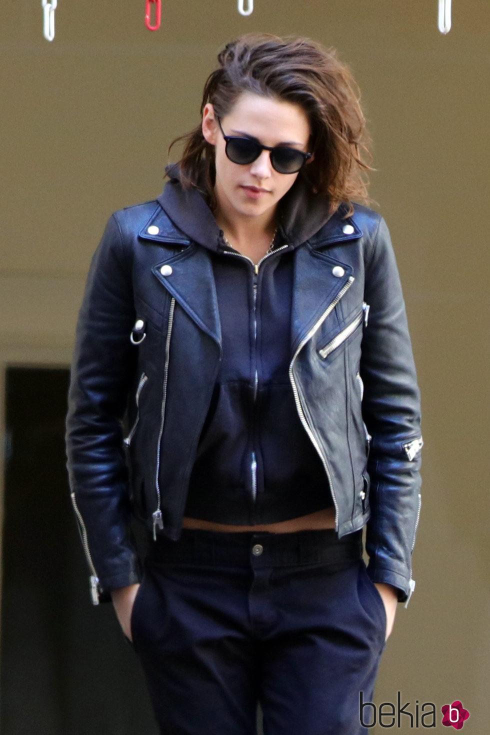 Kristen Stewart estrena cabello horroroso y nueva novia