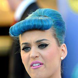 Katy Perry de cabello azul y peinados de los 50's
