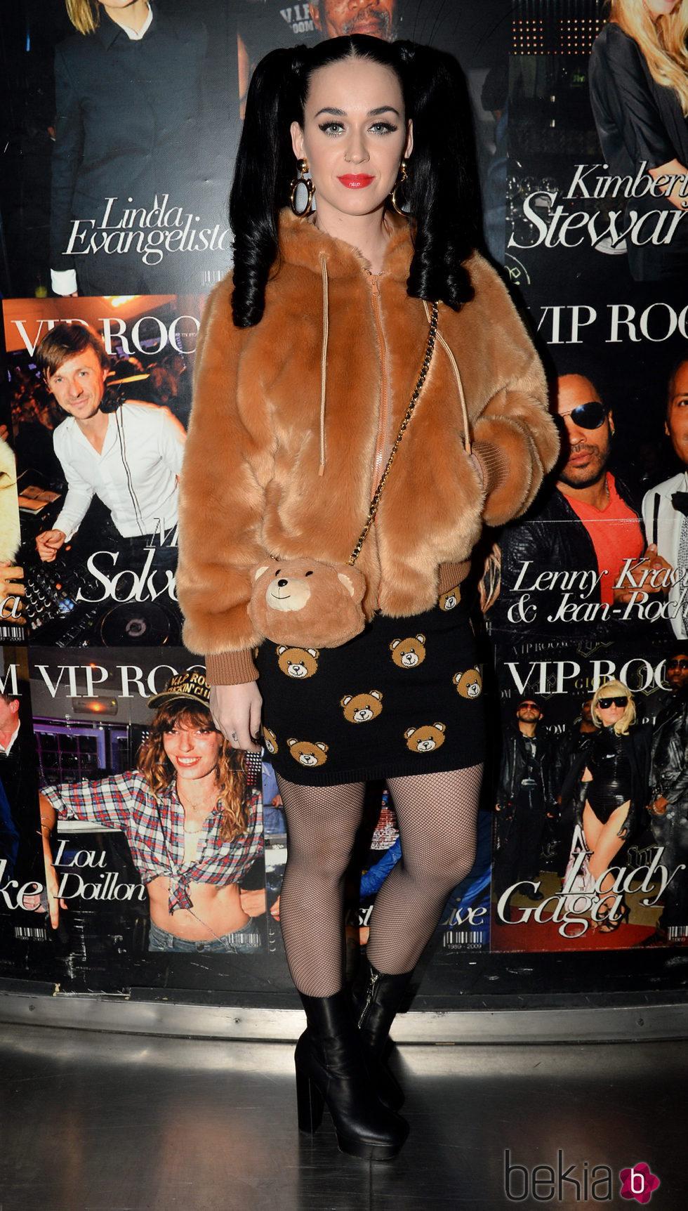 Dos coletas, osos de peluche y Katy Perry