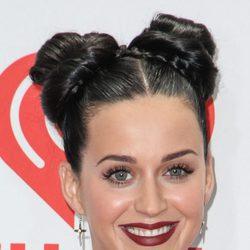 Katy Perry llevando dos moños