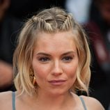 Sienna Miller con bob y trenzas en Cannes en 2015