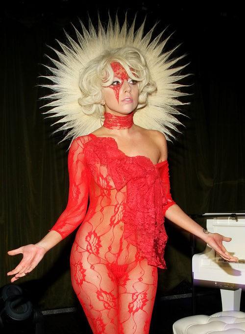 Lady Gaga en 2009 con moño estrellado