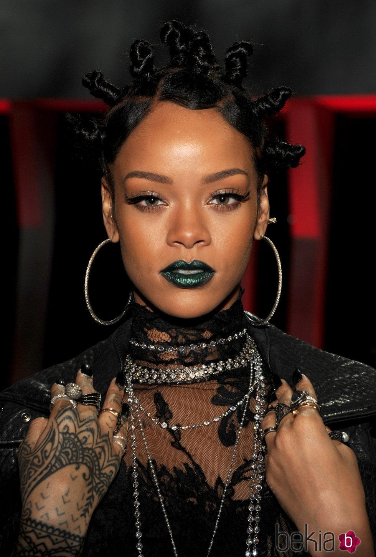 Rihanna en los premios IHeartRadio Music en 2014