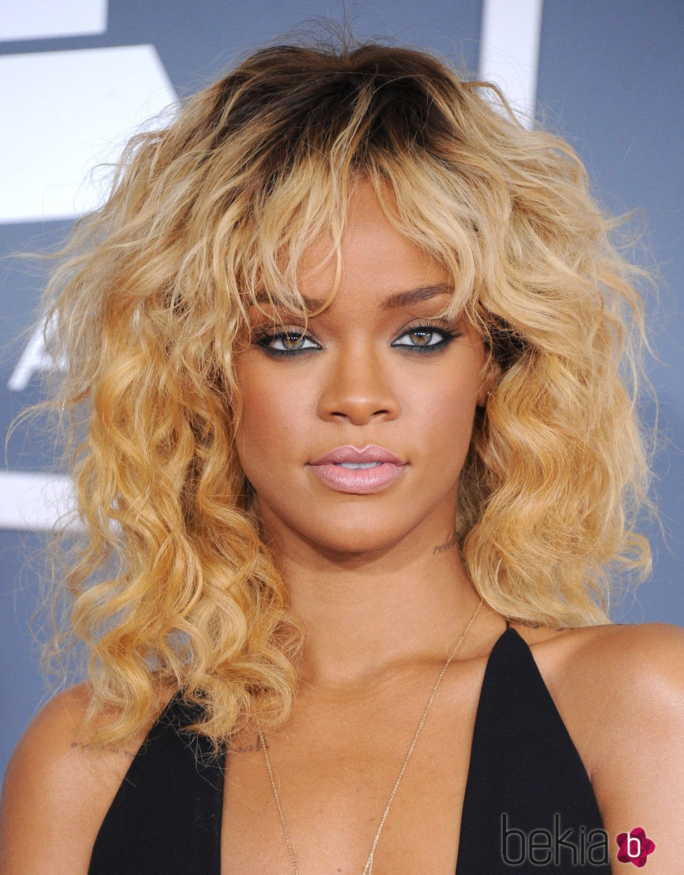Rihanna en los premios Grammy 2012