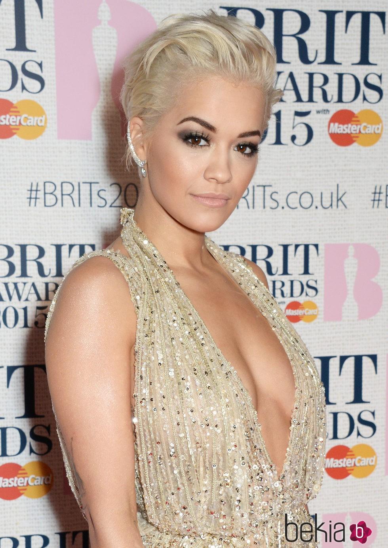 Rita Ora en los BRIT Awards 2015
