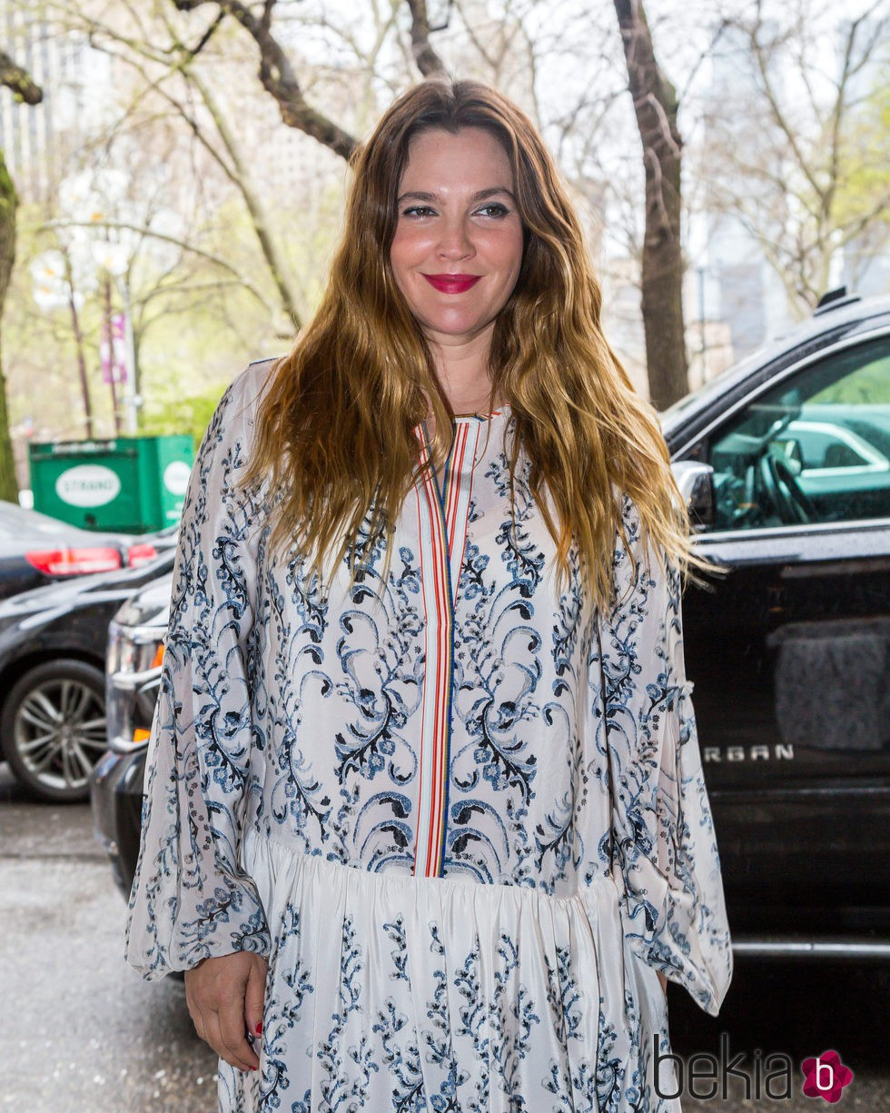 Drew Barrymore en Nueva York con look boho informal
