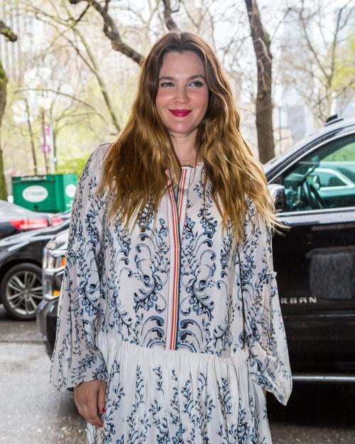 Drew Barrymore en Nueva York con look boho informal