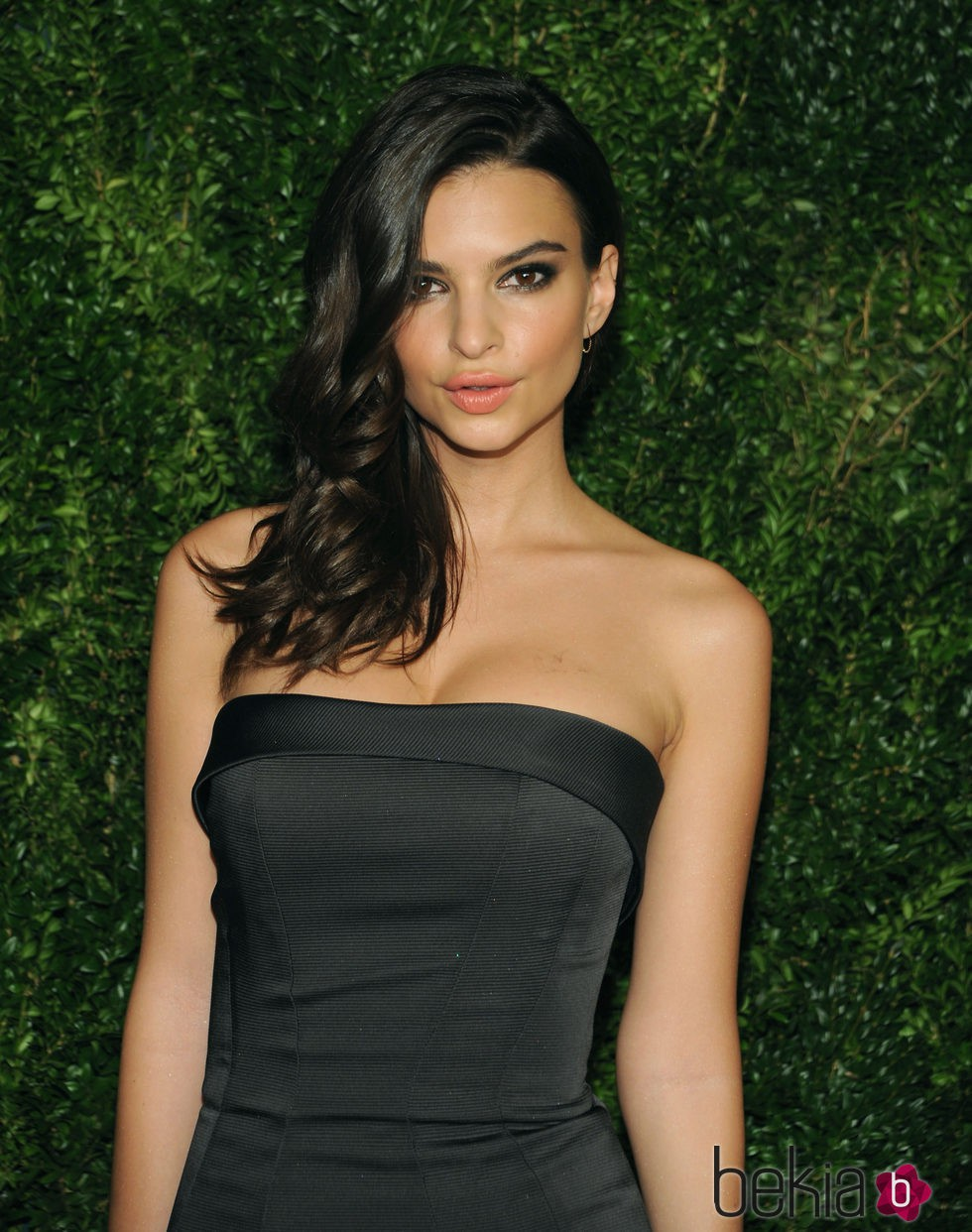Emily Ratajkowski en 11th Annual CFDA/Vogue Fashion Fund Awards