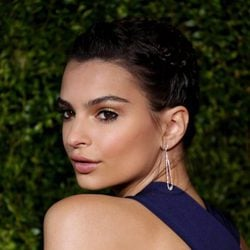 Emily Ratajkowski en 2015 American Theatre Wing's 69th Annual Tony Awards