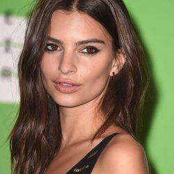 Los mejores peinados y looks de belleza de Emily Ratajkowski