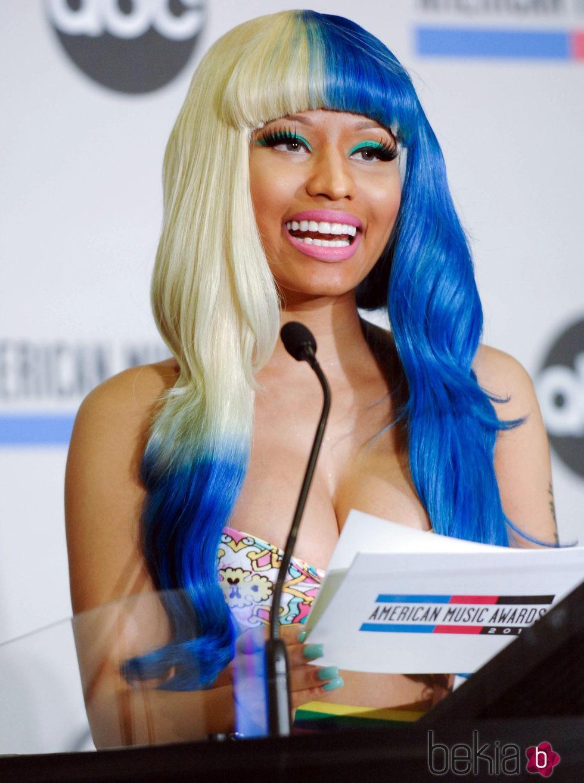 Nicki Minaj en la conferencia de prensa de 2011 American Music Awards