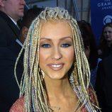 Christina Aguilera con trenzas de Whoopie Goldberg