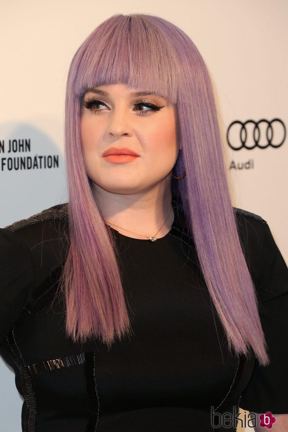 Kelly Osbourne con un corte de media melena y flequillo recto