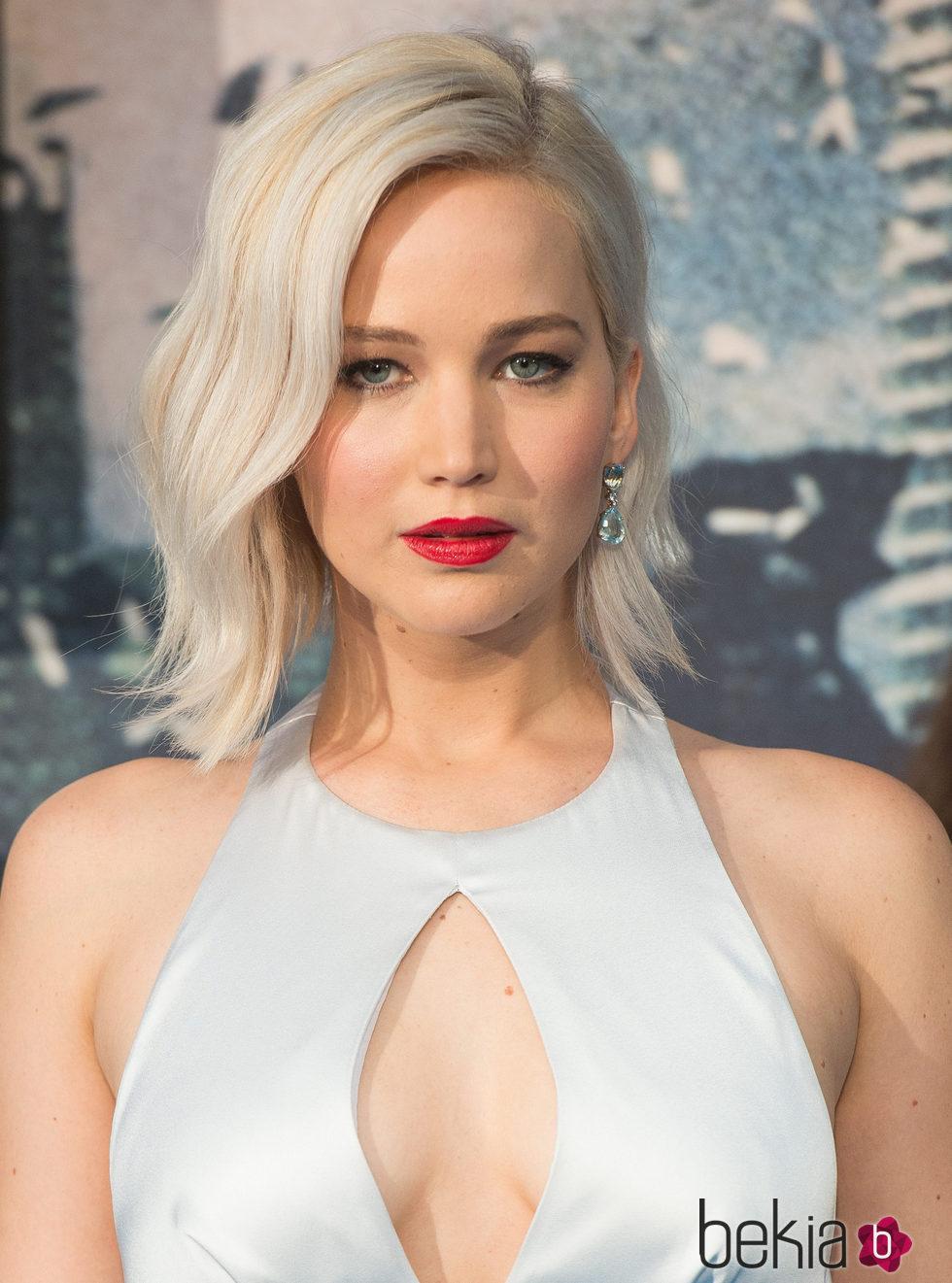 Jennifer Lawrence con el pelo lacio en el estreno en Londres de 'X-Men: Apocalipsis'