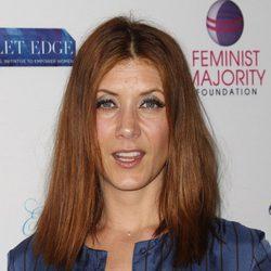 Kate Walsh con el pelo apelmazado en la gala anual por los derechos de las mujeres en Los Angeles