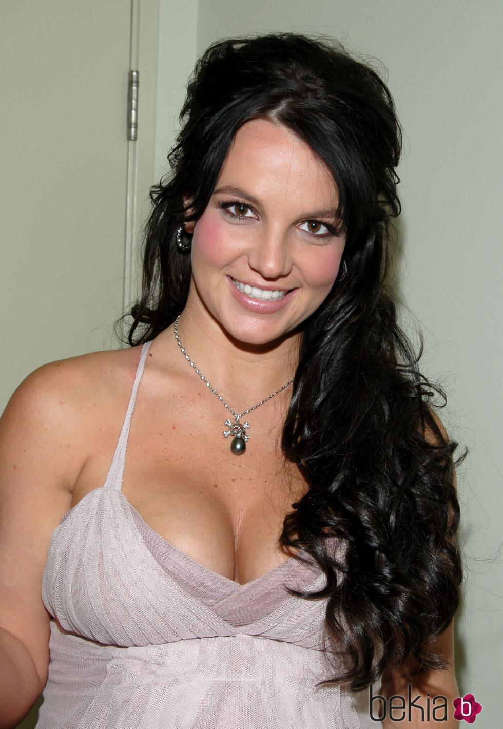 Britney Spears con melena ondulada XL en negro
