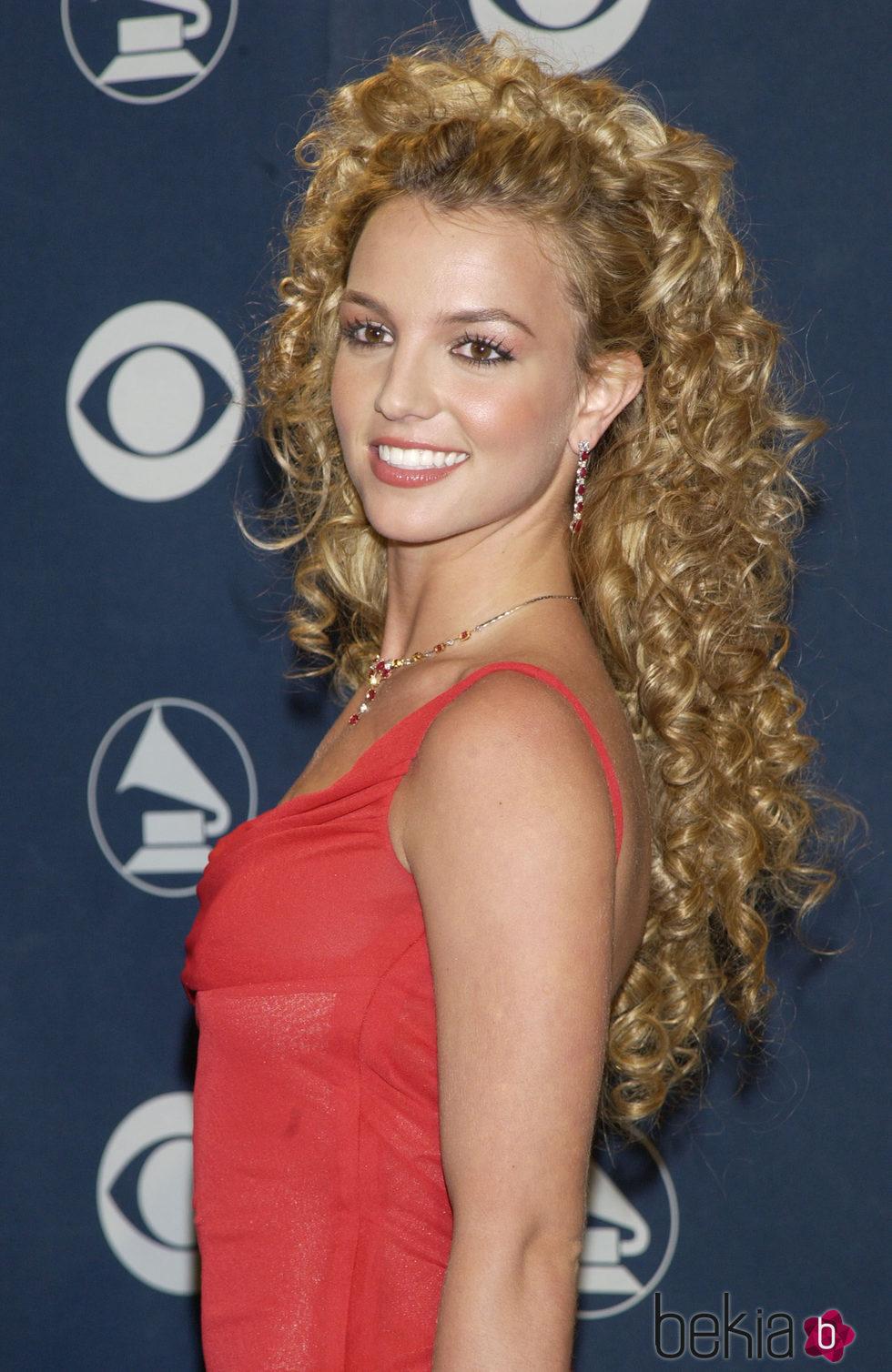 Britney Spears con melena rizada XL y fleco ladeado
