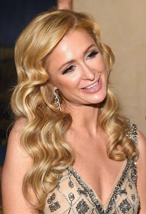 Paris Hilton con la melena rizada en la Gala FIT 2016