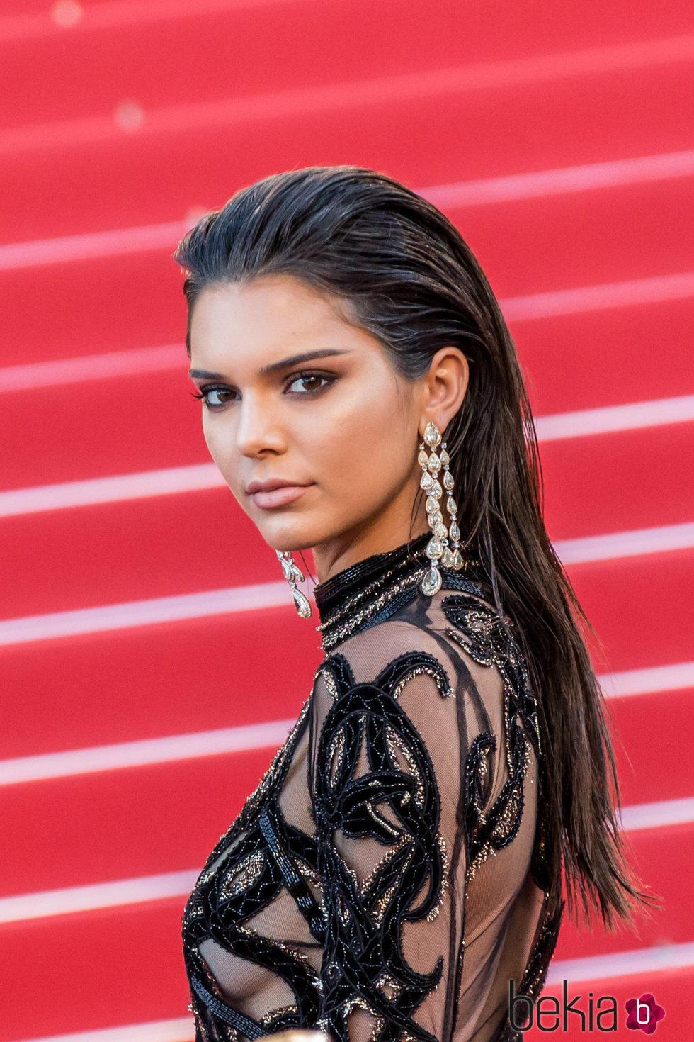 Kendall Jenner con la melena 'efecto mojado' en la alfombra roja de Cannes 2016