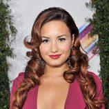 Demi Lovato con melena XL con bucles cerrados