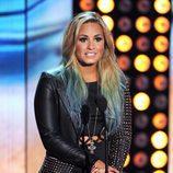 Demi Lovato con degradado de mechas azules