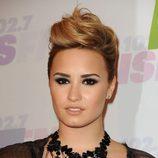 Demi Lovato con pelo rasurado y cresta
