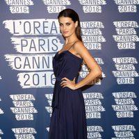 Isabeli Fontana en la fiesta 'Blue Obssesion' de L'oréal Paris durante el Festival de Cannes 2016