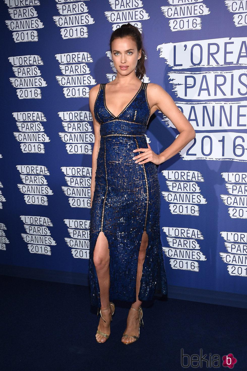 Irina Shayk en la fiesta 'Blue Obssesion' de L'oréal Paris durante el Festival de Cannes 2016