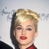 Madonna con un peinado en estilo oriental