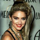 Madonna con coleta despeinada