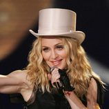 Madonna con sombrero de copa y pelo liso