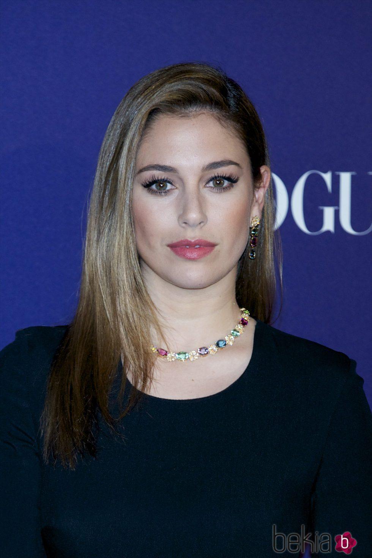 Blanca Suárez con cabello liso y raya ladeada