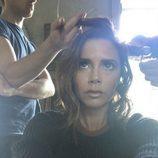 Victoria Beckham en la peluquería cortándose la melena para tener un long bob