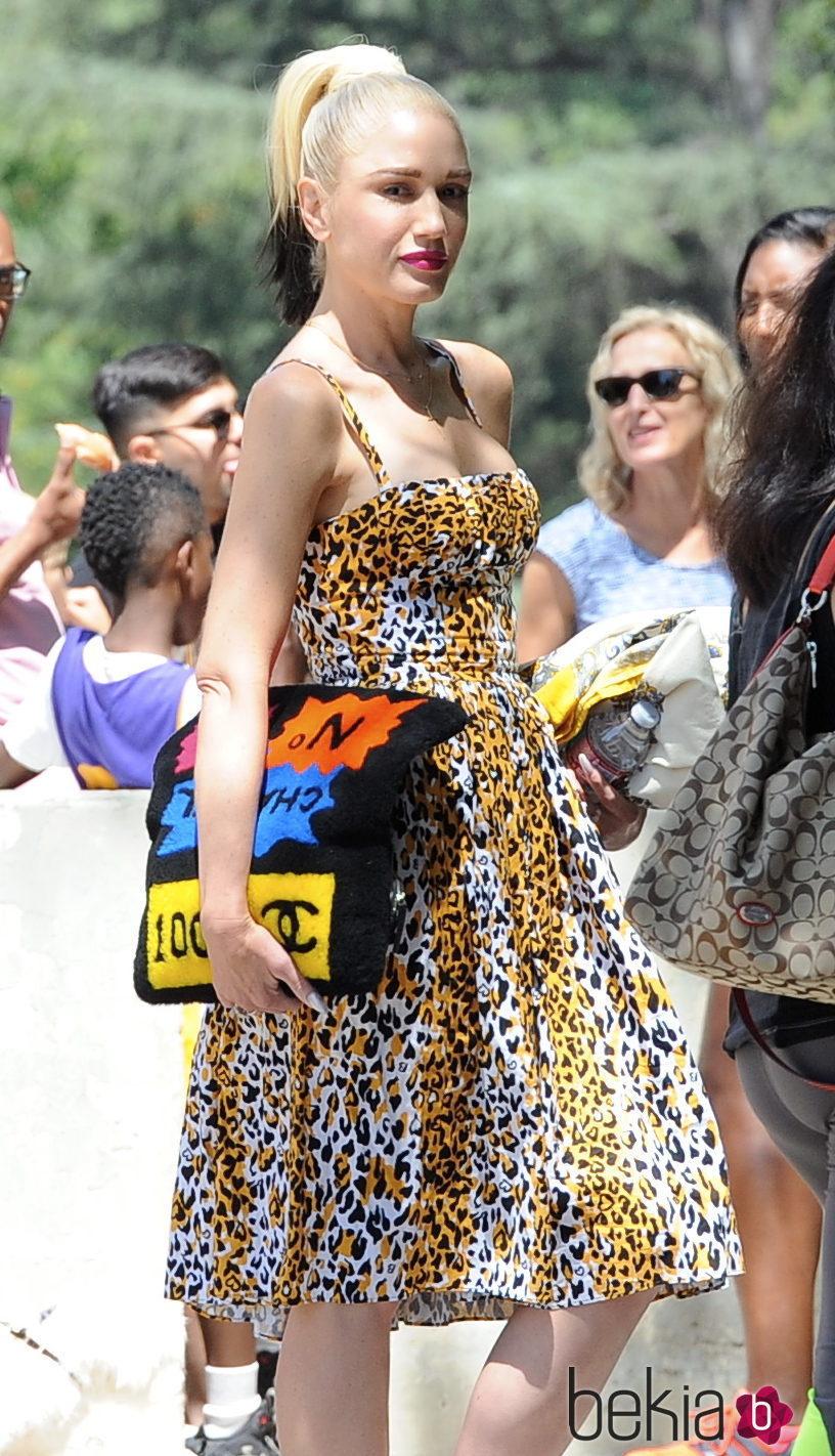Gwen Stefani con la coleta bicolor