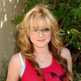 Lindsay Lohan con gafas de sol y peinado con ondas