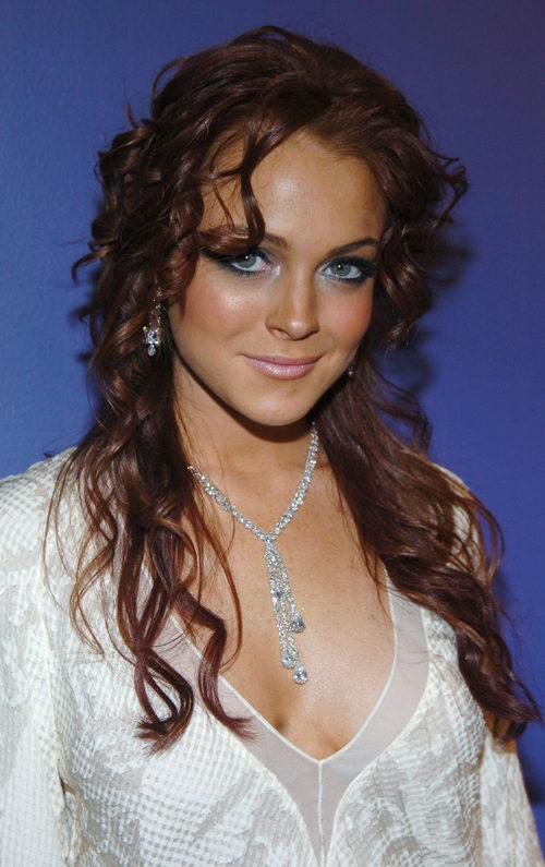 Lindsay Lohan el peinado suelto y un make up llamativo