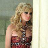 Lindsay Lohan con un peinado con ondas marcadas y flequillo ladeado