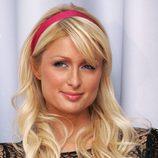Paris Hilton con diadema y flequillo rubio