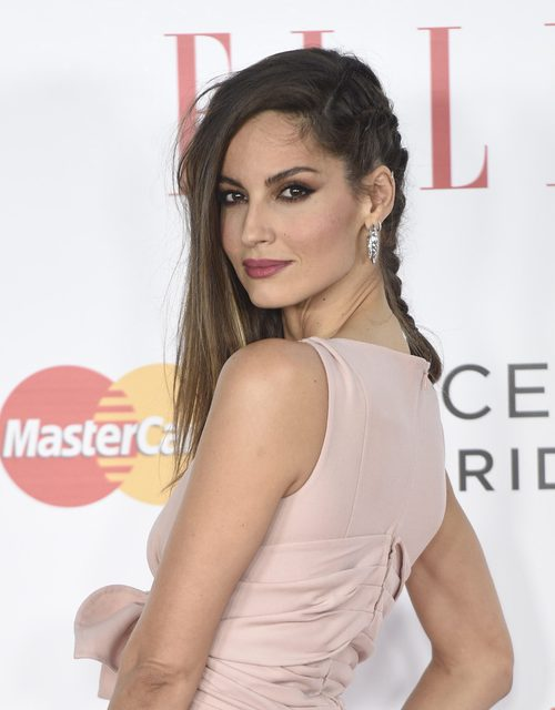 Ariadne Artiles con un peinado de trenza cascada lateral