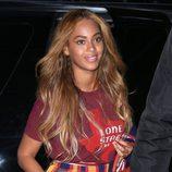 Beyoncé con el pelo largo y ondulado
