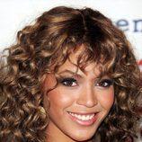 Beyoncé con el flequillo rizado