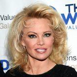 Pamela Anderson con melena corta y ahuecada