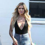Khloé Kardashian paseando con extensiones por California